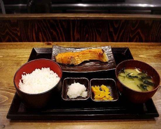 厚切り銀鮭塩焼き定食