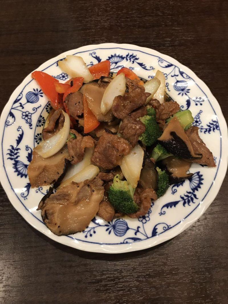 牛肉と黒コショウ炒め