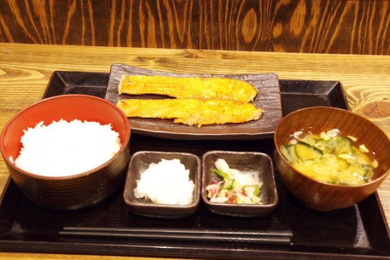 銀鮭塩焼き定食