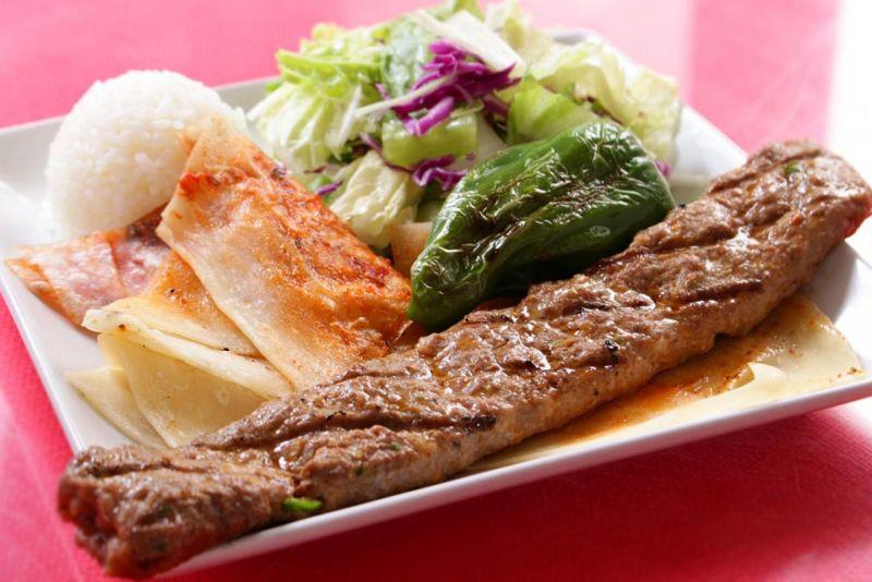 ラム肉と牛肉のミンチケバブ(Adana Kebab)
