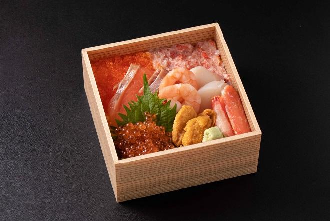 【天然秋鮭銀聖入り】海鮮ちらし