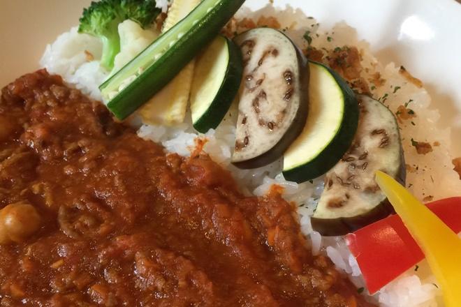 彩り野菜たっぷり挽肉トマトカレー