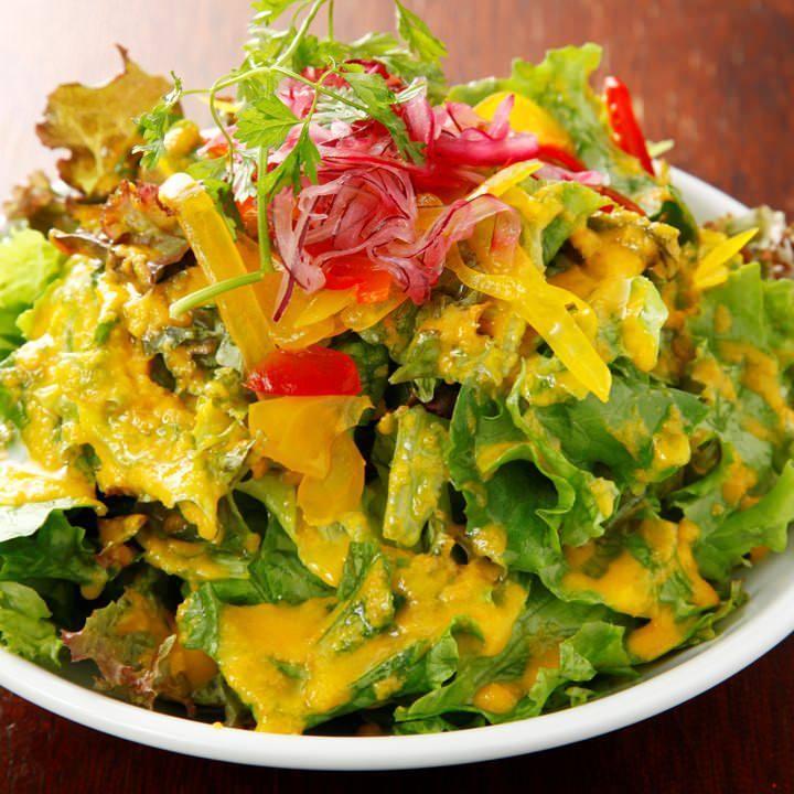10種の野菜で作ったシンプルなグリーンサラダ