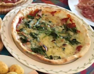 ほうれん草とニンニクのピザ