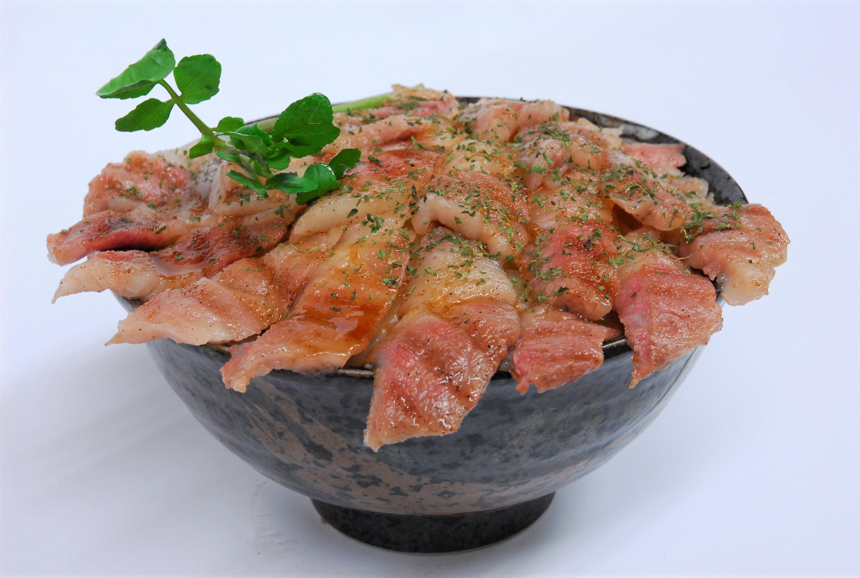 超絶の神戸ビーフカルビステーキ丼