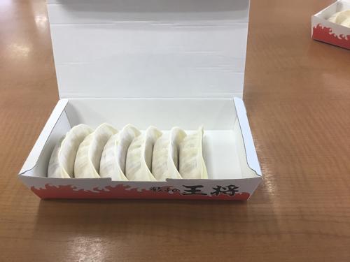 セール生餃子(1箱で1人前:6個入り)