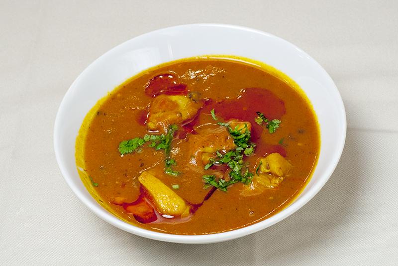 チキンカレー/Chicken Curry(ナンまたはライス付き/with Nan or Rice)