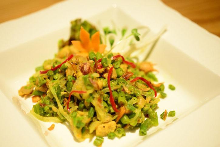 ラワル(Lawar)~温野菜のバリソースサラダ~