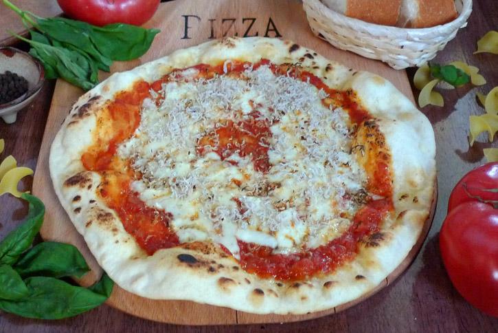 じゃことトマトのピザ
