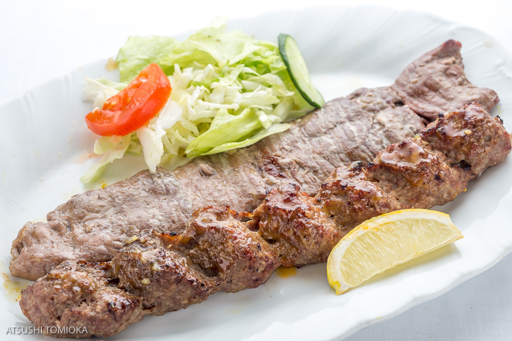 キャバブ ソルタニ (ラム肉とミンチのラム&ビーフ串焼き) Soltani Kebab  ( Sliced lamb,skewer of mixed ground beef & lamb with seasoning )
