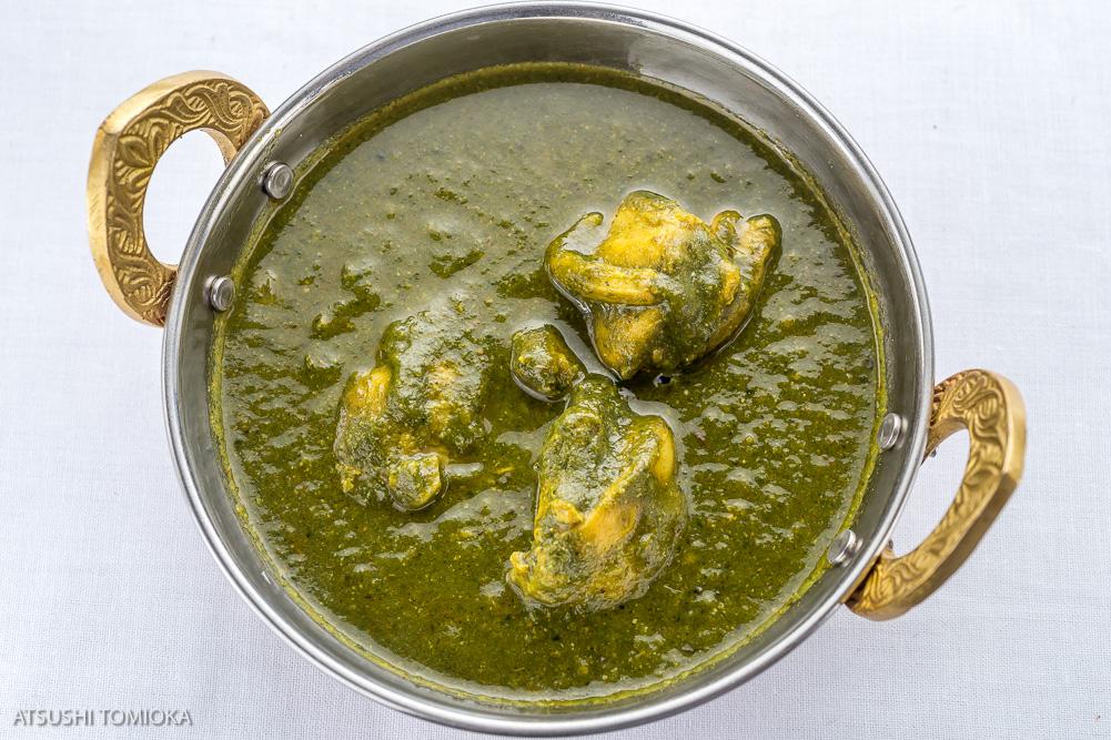 チキンサグ (ほうれん草とチキンカレー) Chicken Saag (Spinach and chicken curry)