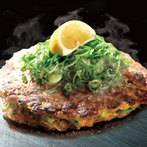 大阪 ねぎ焼 (特製牛すじ煮込み / 旨味醤油ダレ)