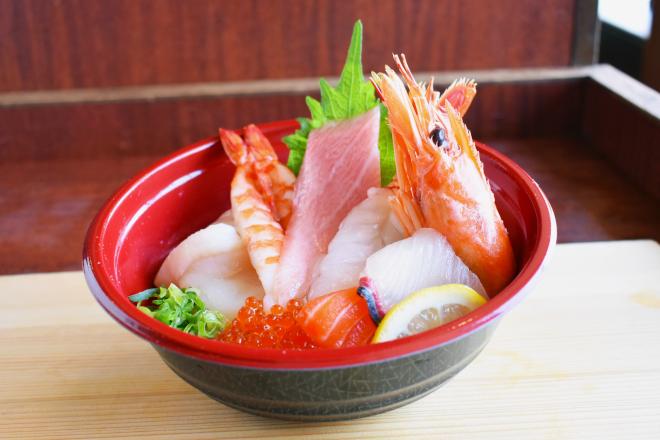 大トロ入り!北海素材の贅沢海鮮丼