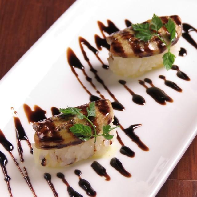 フォアグラのソテー寿司(バルサミコソース) 1貫