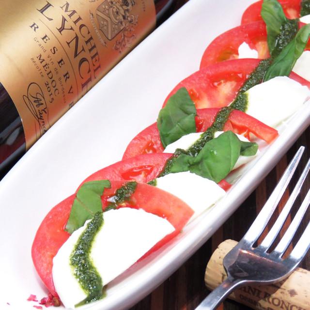 トマトと水牛モッツァレラのカプレーゼ