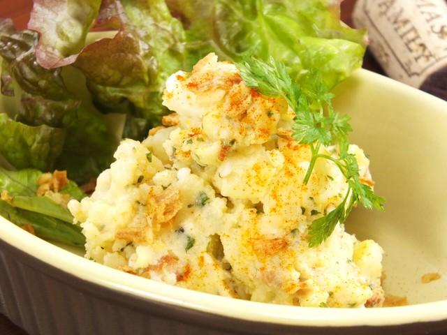 カリカリベーコンとアンチョビのポテトサラダ