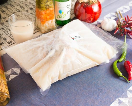 丸鶏1羽を使った「特製サムゲタン」 ☆この商品は冷凍商品です。Special Ginseng Chicken Soup with 1 Whole Chicken