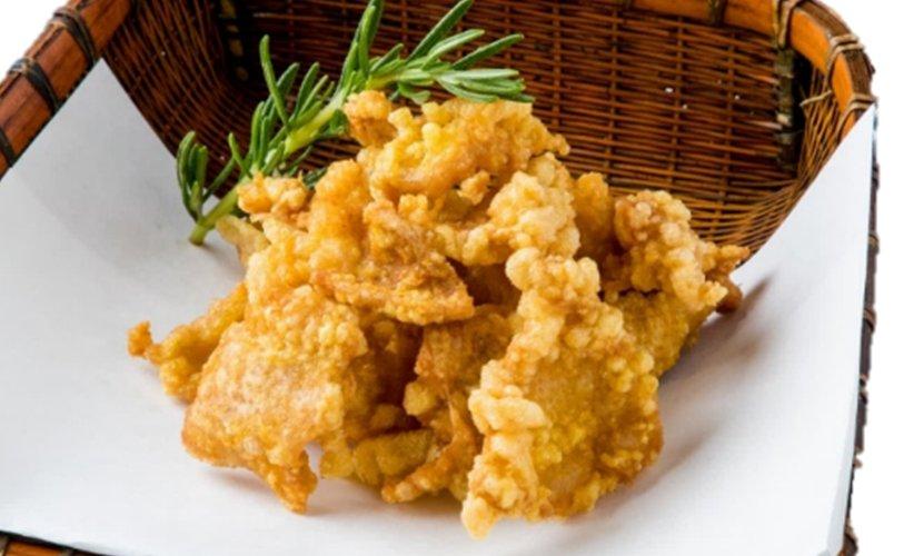 鶏皮パリパリ揚げ(Kulit Ayam Goreng)