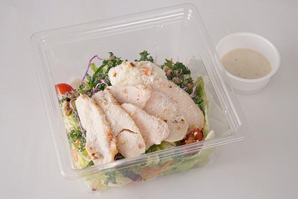 ハーブ鶏のローストチキンとケールのサラダ ~4種のチーズシーザードレッシング