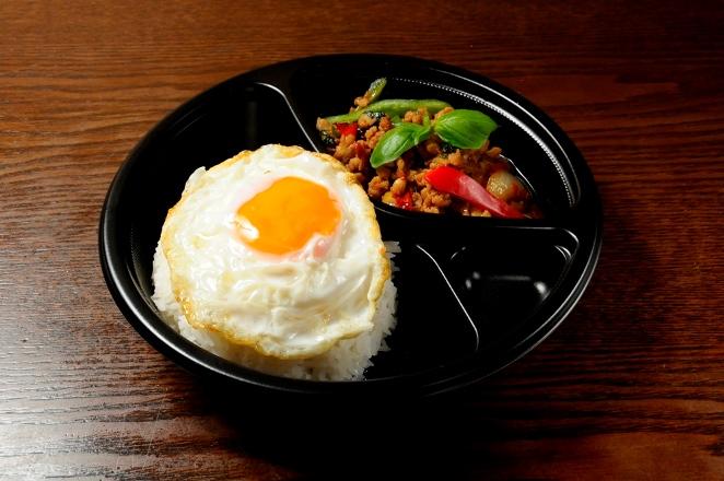 C ガパオライス(鶏ひき肉バジル炒めかけご飯)