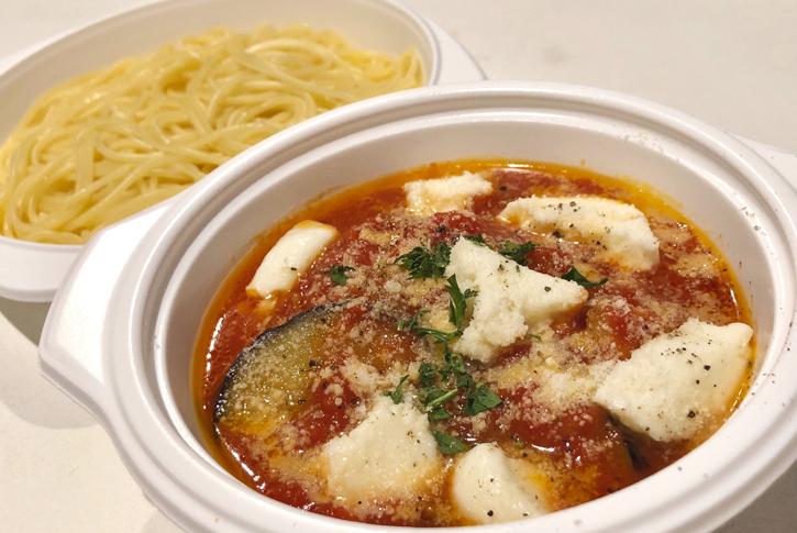 ナスとモッツァレラチーズのトマトパスタ