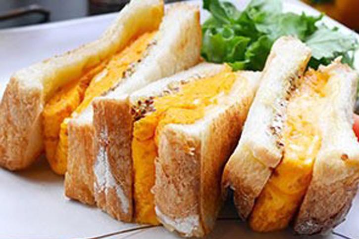 厚焼き三種チーズ黄金玉子サンド