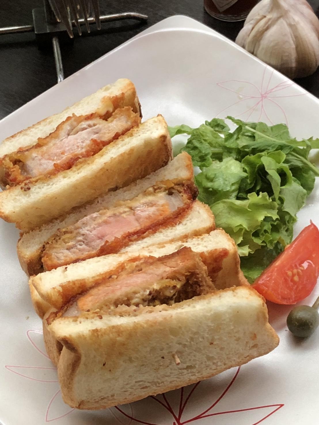 鹿児島産純粋黒豚ロースカツサンドイッチ