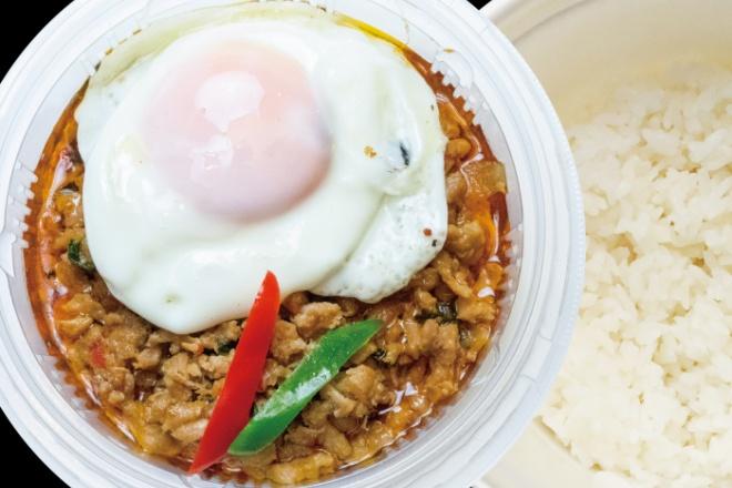 鶏ひき肉のガパオ炒めのせご飯(ガイ・ガパオ・ラート・カオ)