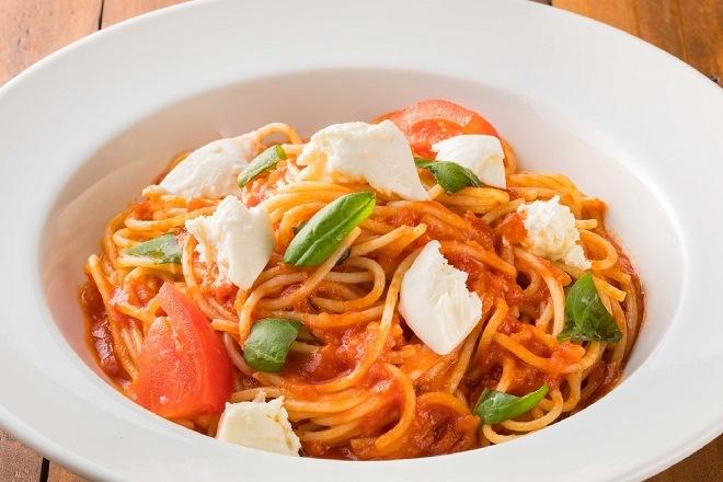 モッツァレラチーズとバジルのトマトソース