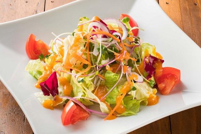 フレッシュトマトとスプラウトのシンプルサラダ