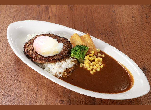 半熟玉子のハンバーグカレー Curry rice with cheese hamburg steak & soft-boiled egg