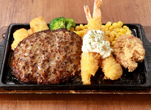 トリオセット(ハンバーグ・海老フライ・唐揚げ) Hamburg steak with deep fried shrimp & chicken