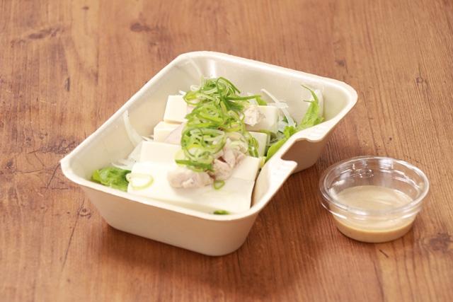 蒸し鶏と豆腐の胡麻サラダ