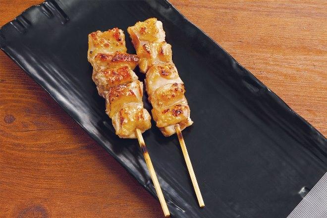 鶏もも串 塩(2串)