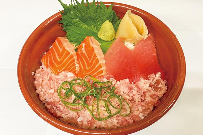 鮪たたきサーモンビンチョウ丼