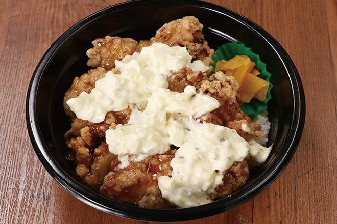 たっぷりタルタル唐揚げ丼Fried Chicken Rice Bowl with Lots of Tartar Sauce