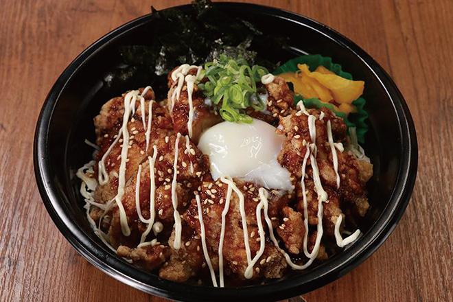 半熟玉子の唐揚げ丼Fried Chicken Rice Bowl with Soft-Boiled Egg