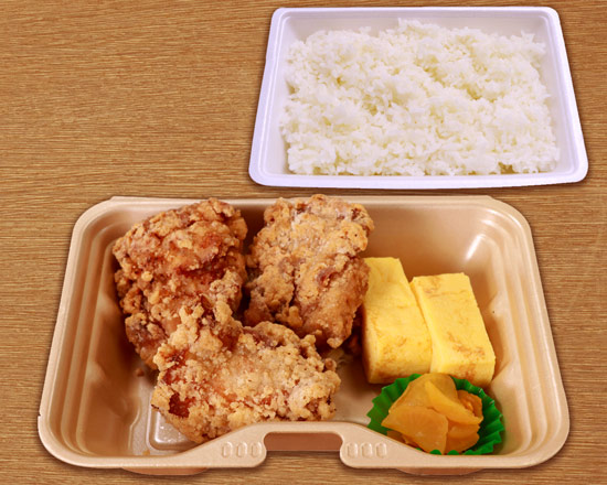 BIGからあげ(3ヶ)&玉子焼き弁当  Juicy big fried chicken & fluffy rolled omelette lunch box(3 pieces of fried chicken)