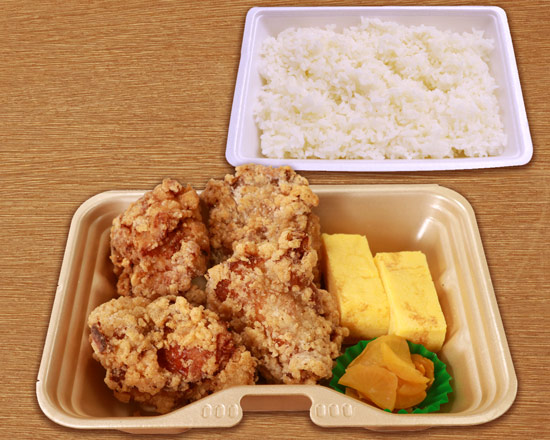 BIGからあげ(4ヶ)&玉子焼き弁当 Juicy big fried chicken & fluffy rolled omelette lunch box(4 pieces of fried chicken)