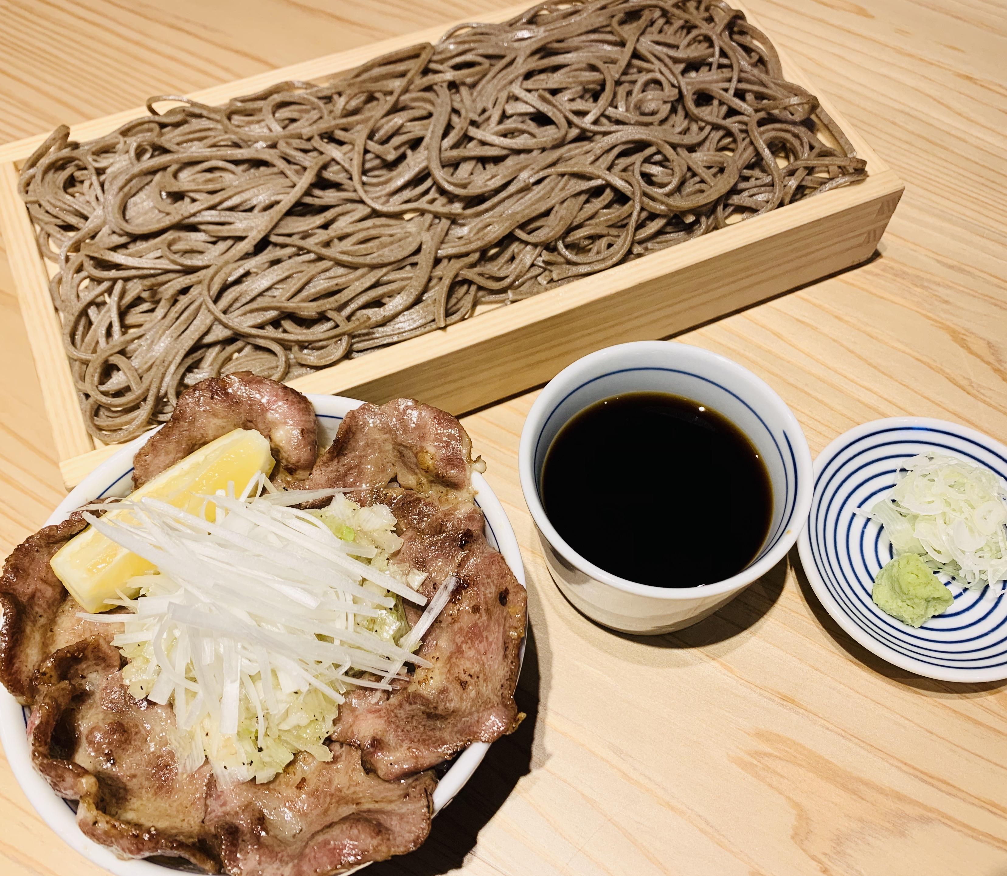 ねぎ塩牛たん丼とお蕎麦のセット
