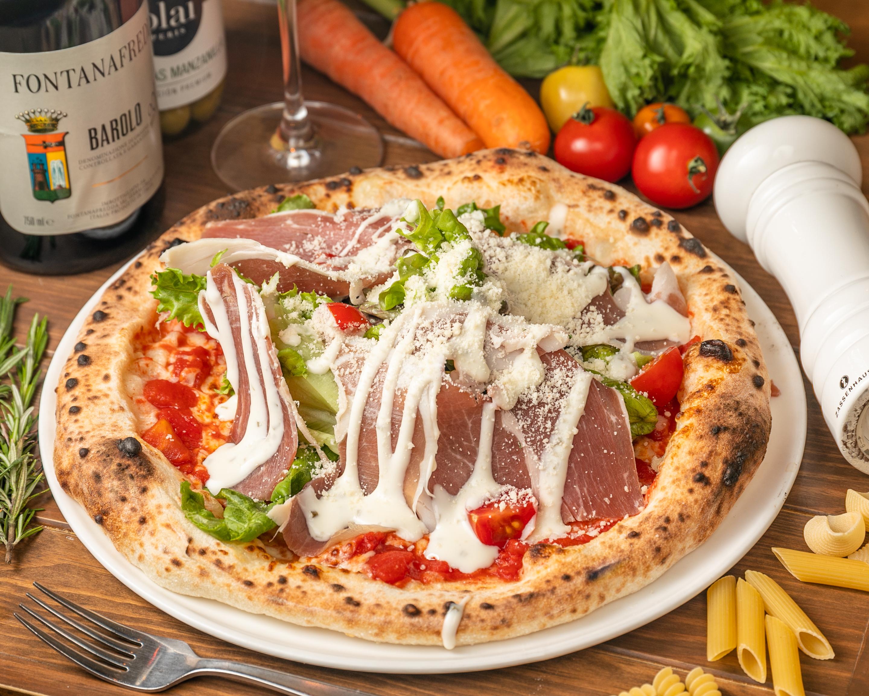 イタリア産生ハムのサラダピッツァ