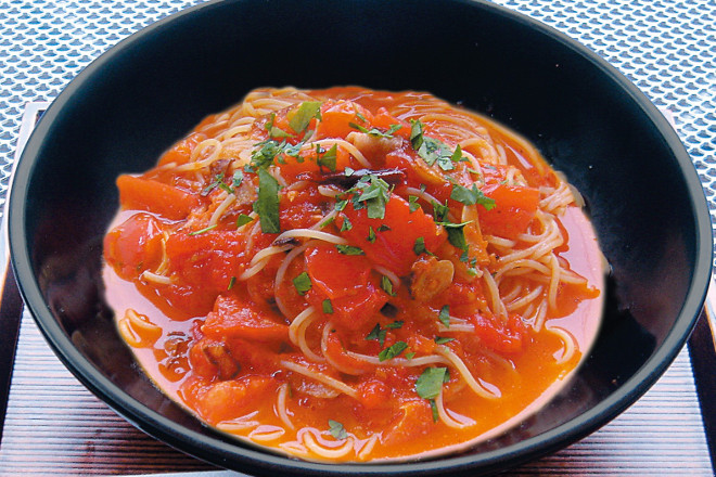 完熟トマトとにんにくのアラビアータすぱ