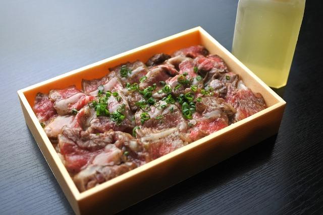 飛騨牛塩まぶし丼  (前日までにご注文ください。翌日以降の11:30〜14:00 18:00〜21:00にお引き渡し可)
