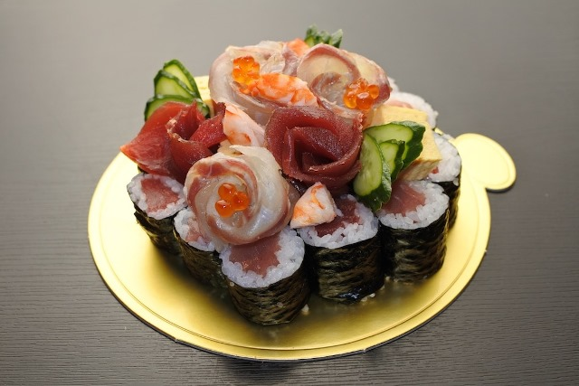 寿司ケーキ 大  (前日までにご注文ください。翌日以降の11:30〜14:00 18:00〜21:00にお引き渡し可)