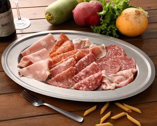 イタリア産生ハムとサラミの7種盛り合わせ