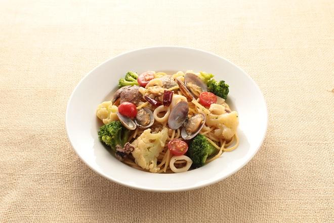 魚貝と野菜のペペロンチーノ
