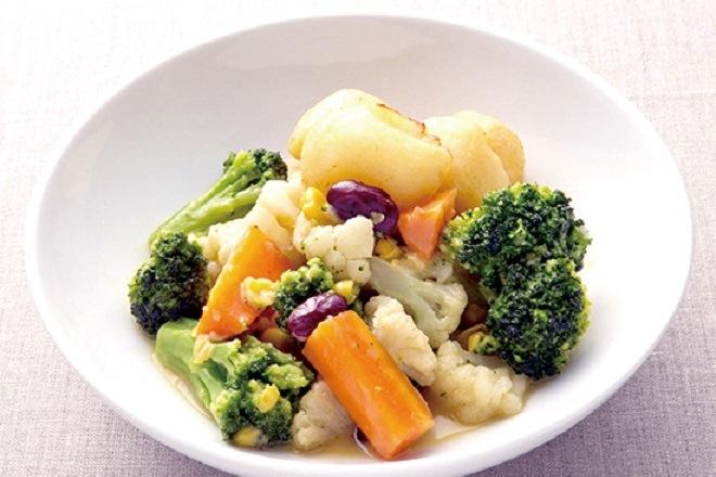 温野菜のバター風味、ポテトフライ添え