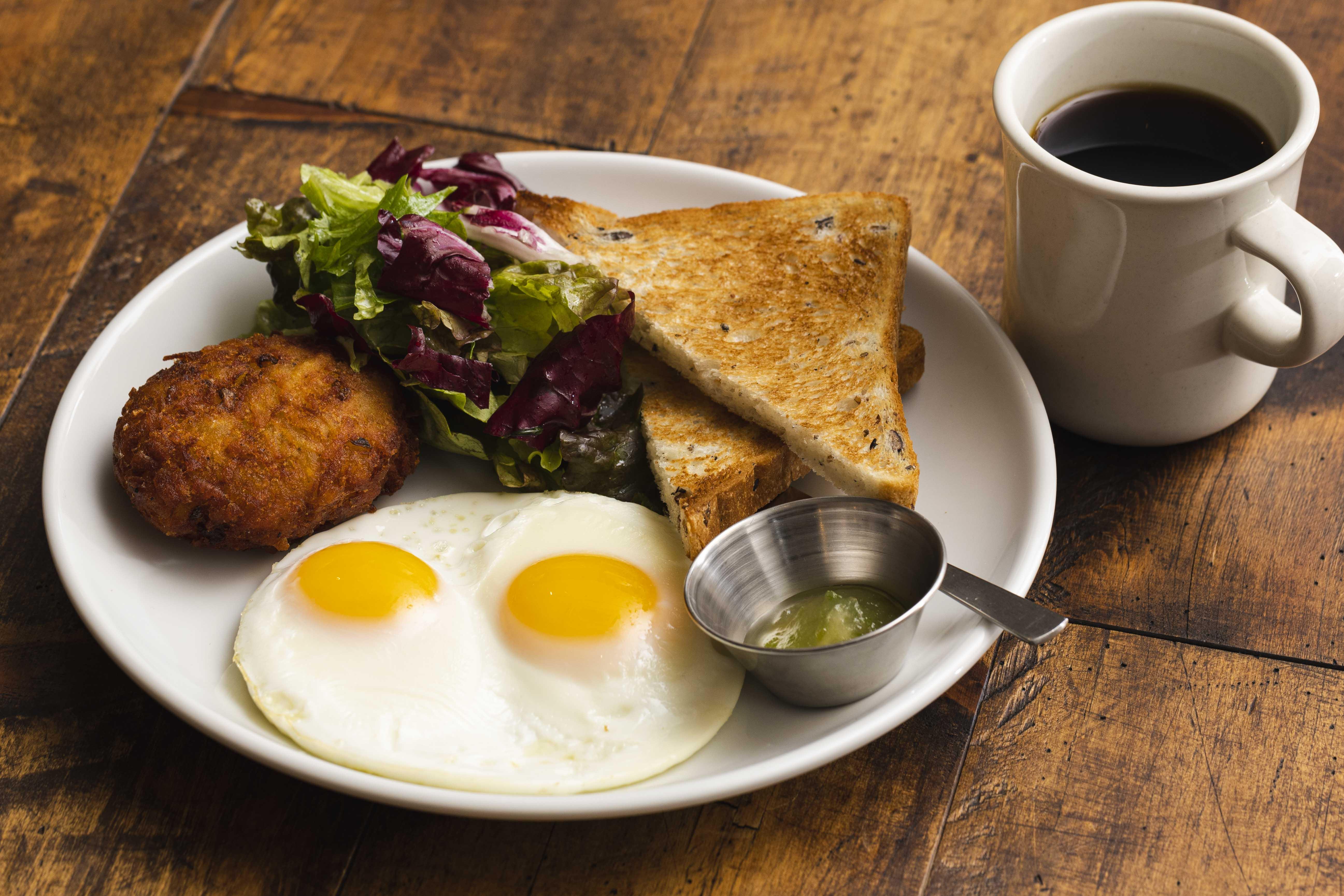 お好きな卵料理(目玉焼き+石焼き食パン)