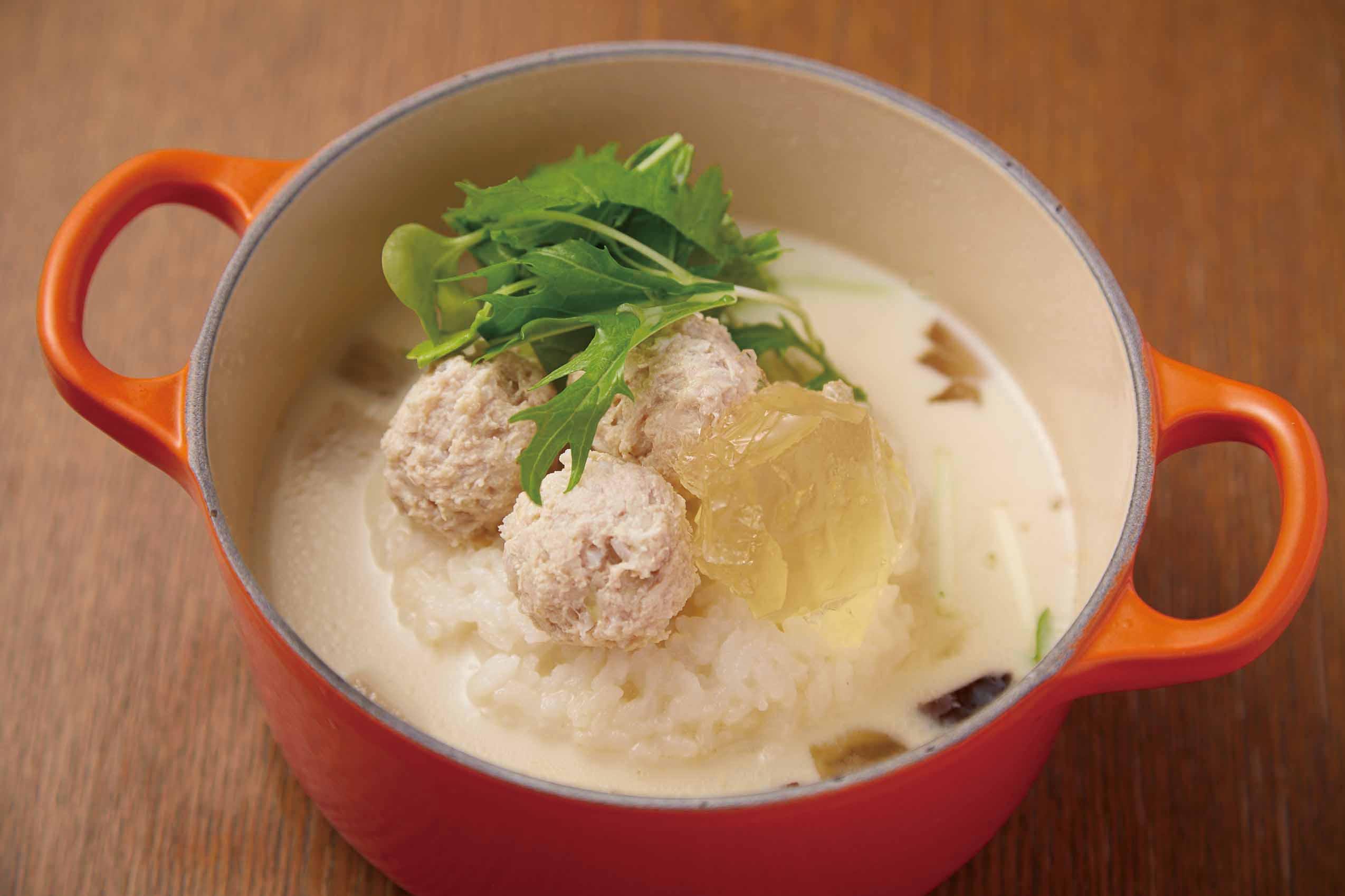 鶏つくね塩麹のコラーゲン茶鍋