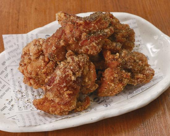 【自家製】若鶏の唐揚げ 秘伝の黒醤油ダレ ブラック